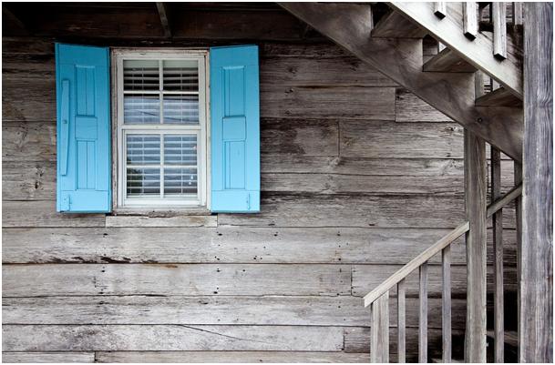 Okucia okienne i do drzwi – przegląd najważniejszych elementów